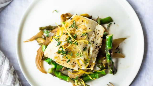 Baked Cod With Lemon, Garlic and Thyme