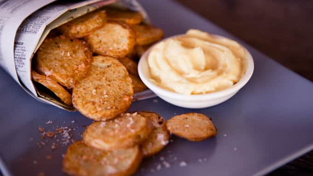 Thick and creamy garlic aioli served with crispy potato rounds