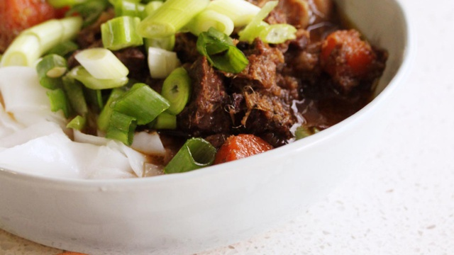 Succulent beef in a rich brown ginger broth with spring onions and tomatoes